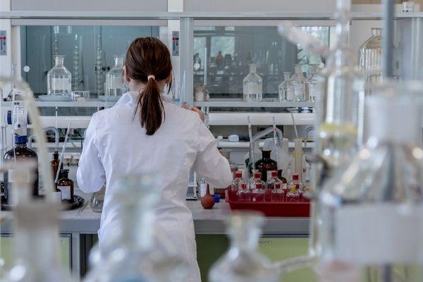Saiba mais sobre a produção de medicamentos